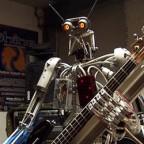 Человекоподобные роботы исполняют композицию Ace of Spades группы Motorhead (видео)
