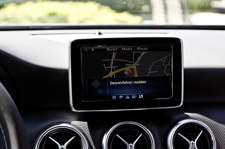 Mercedes-Benz-Car-To-X-Communication-System