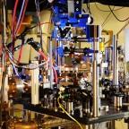 Атомные часы - эталон времени, синхронизирующий нашу жизнь