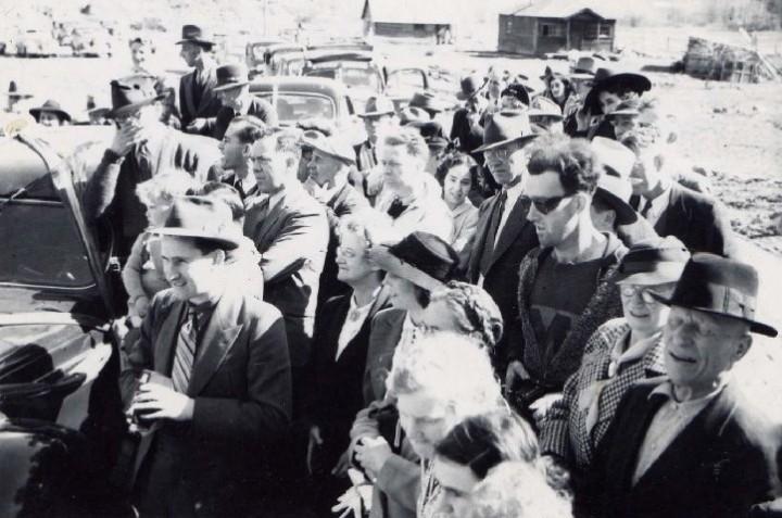 Человек в нетрадиционной для того времени одежде. Начало 1940-х годов.