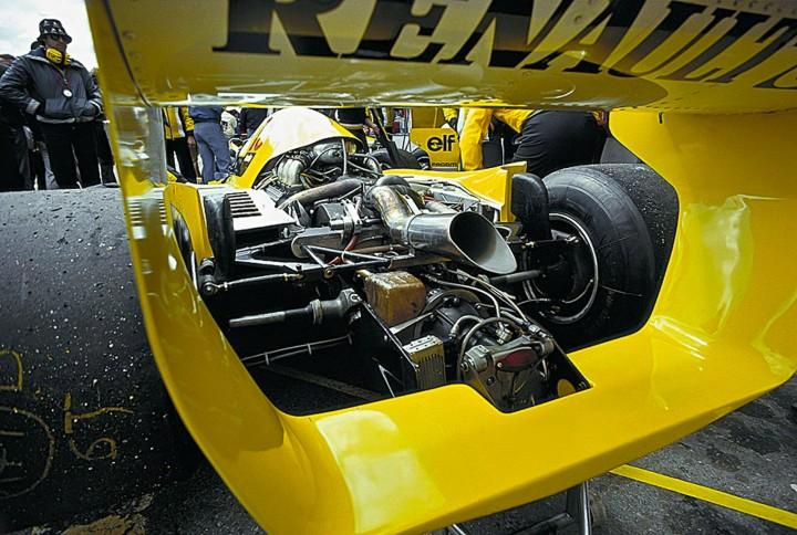 Болид Renault RS01